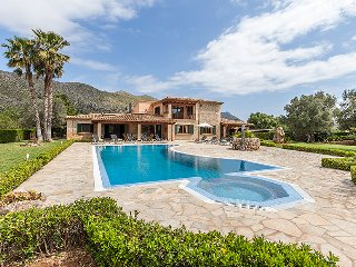 Villa Oliva for 10 guests, just 3km to the beaches of Cala St. Vicente, Mallorca