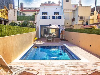 Catalunya Casas: Villa Calella Jardin for 9-16 guests, only 400m from Costa Brav