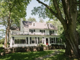 Lakewood Estate; Private & tranquil- less than one hour to NYC, sleeps up to 24