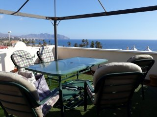 Luxury Beachside 2 Bedroom Apartment with Wi-Fi & Air Conditioning