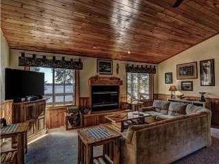 LOST GETAWAY LAKEHOUSE - (LOST LAKE)-SPECTACULAR YEAR ROUND VACATION HOME