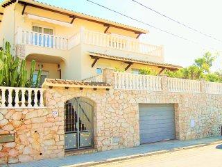 TURQUESA : Villa con jardín y piscina privada.