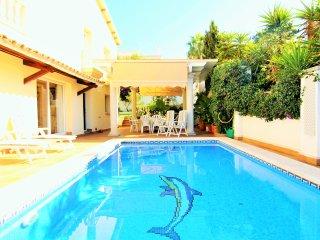 TURQUESA : Villa con jardin y piscina privada.