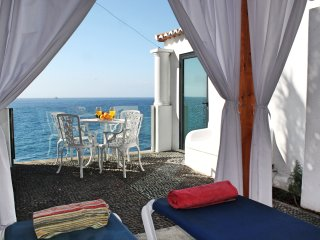 Beachfront cottage in sunny Calheta – the ideal hideaway | Cottage do Mar