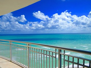 Stunning Direct Ocean front 2BR in Beach Resort Ocean Point for 6 in Sunny Isles