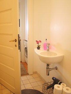 Bath & toilet