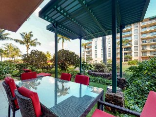 Ground floor, waterfront condo w/ large lanai - steps from the pools & hot tubs