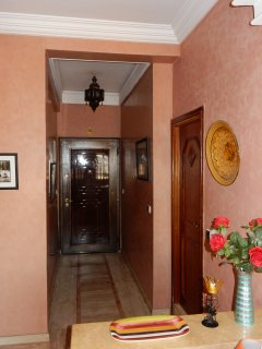 entrance hall into apartment