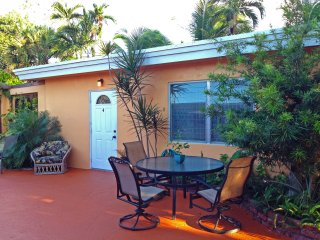 Cottage - Clean/quiet, 750sf/1br/laundry/wifi/24h/Breakfast/Pool (Cocos#4)