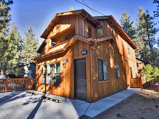 Earth friendly forest hideout, electric car charger incl, perfect location!
