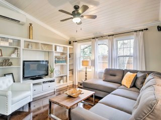 Chic Sarasota Cottage - Mins to Beach & Downtown!