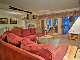 Cozy 2BR Breckenridge Condo Steps to Chairlifts!