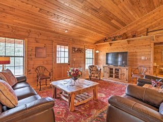 Peaceful New Braunfels Cabin w/ Views!