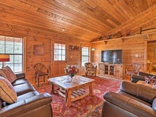 Peaceful New Braunfels Cabin w/ Views!