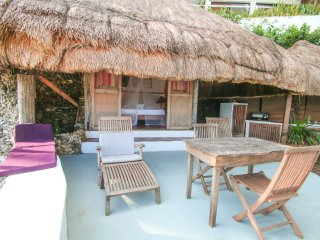 Beachfront Cottage with Private Deck and Outdoor Kitchen