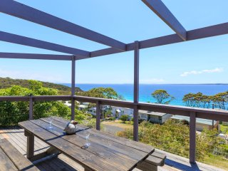 Tulip 17 -  Amazing Views at Hyams Beach - Pay for 2, Stay for 3 + 4pm Check Out