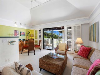 Fresh Vibe+Modern Decor! Open Kitchen, WiFi, Large Lanai–Kiahuna Plantation