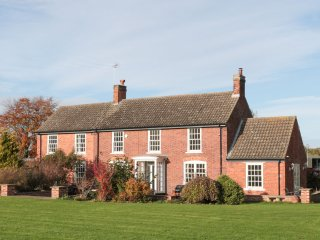 SPINNEY'S EDGE, en-suite, Smart TV, Clumber Park nearby, Hardwick, Ref 969085