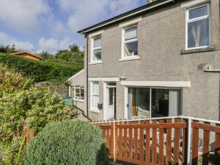 2 ARGOED, south-facing garden, BT Sport, sea views from garden, Ref 967410