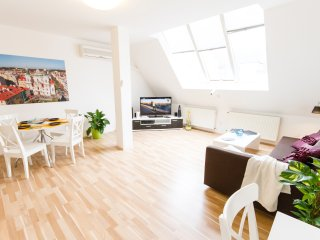 Kozi Loft 1-Bedroom air-conditioned city centre apartment (Prague Old Town)