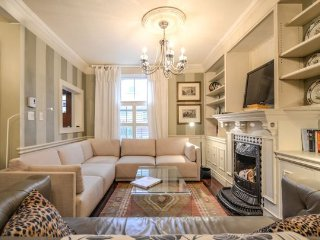 Stunning 2 bed Yorkville Heritage House