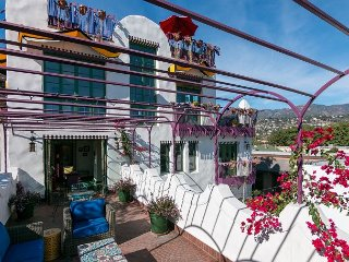 Stunning Designer 3BR Green Cabana w/ Spacious Deck, Walk to East  Beach