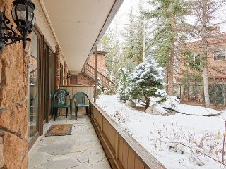 Cozy  2BR Condo 300' from Slopes – 5 minute walk to downtown