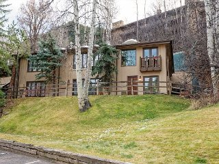 2BR Condo in Downtown w/ Mountain Views – 50 Yards to Slopes