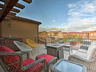 Luxurious Santa Clara Townhome w/Deck & Hot Tub!