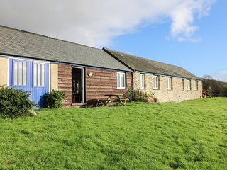 WHEAL HART, character holiday cottage, with a garden in St Newlyn East, Ref 2142