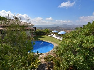 Excellent villa in Mijas with fenced pool and lovely garden