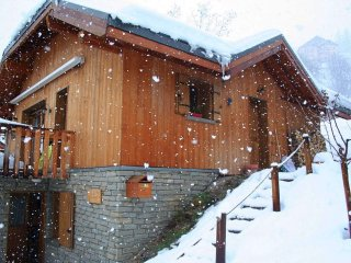Eclectic 5 bed Ski Chalet in the heart of Vaujany, Alpe d'huez