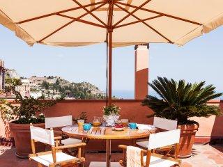 San Domenico Apartment, in Taormina downtown with panoramic terrace