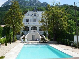 Elegant and unique small chateau small chateau in Cathar country
