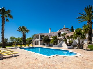 6 bedroom villa with private pool in the Algarve.