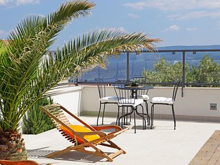 Anna 1 - Spacious apartment with 3 bedrooms and 3 bathrooms-shared swimming pool