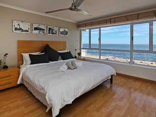 Stunning 2 bedroom apartment with uninterrupted Ocean views.