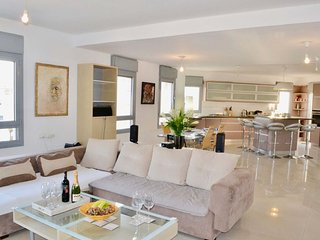 CHIC AND SEA VIEW FLAT IN EILAT #E1