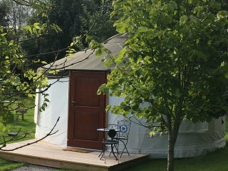Spectacular Yurt near Glastonbury with pond views