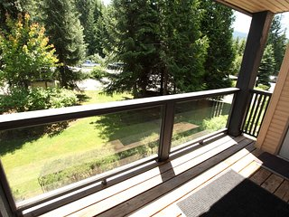 Holiday Home on Blackcomb Mountain | Fireplace, Balcony, Full Kitchen