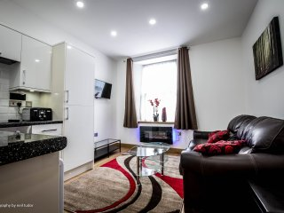 Beautifully clean newly furnished apartments near city centre