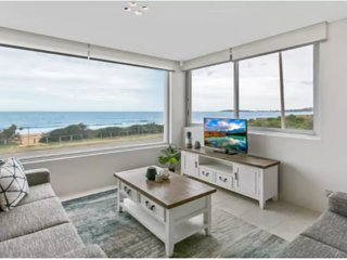 Beachside living, 2 bed right on Narrabeen Beach