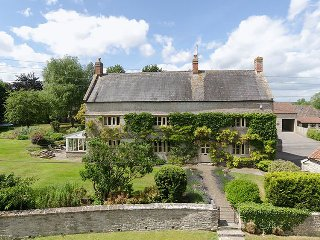 Bridge Farm - Luxurious 5- Bedroom Country Manor House