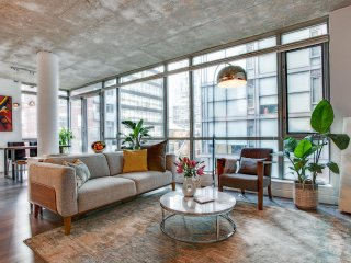 Spacious Luxury Loft in Entertainment District