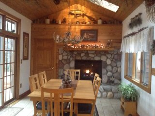 Cedar cabin directly on Huron Bay please note HOT TUB not available until spring