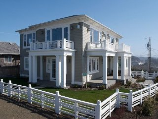 Custom Luxury Home - Panoramic Ocean Views, HOT TUB and Multiple BONUS ROOMS