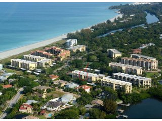 Private Beach, Updated 2BR-2BA Island Reef Condo on Siesta Key