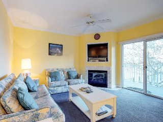 Walk to the beach from this condo w/ gas fireplace, gym, & shared pool