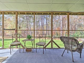 Quiet Waterfront ******* Cottage on Lake Lanier!