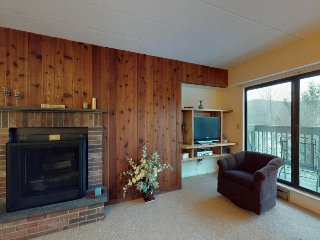 Cozy ski condo w/ mountain views & shared pool, hot tub, & sauna